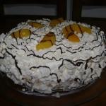 Bizcochuelo con merengues y duraznos