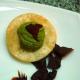 Wonton con guacamole y chip de pastrón